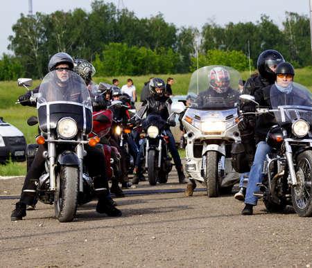 8. Juni 2013, der Stadt Samara, Russland Das f�nfte Festival Felsen nad volgoi 2013, die sich zu den gr��ten Rock-Festival in Europa Die Teilnehmer des Festivals Motorradclub �W�lfe� Nacht hat