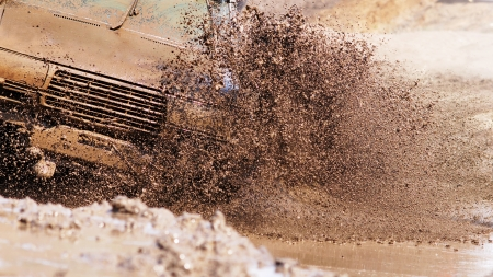 SUV overcomes obstacles dirt.