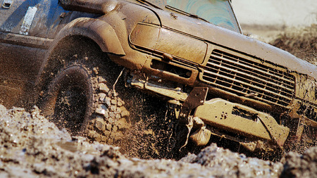 the dirt: SUV overcomes obstacles dirt.