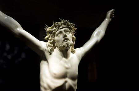 viernes santo: Jesucristo en la cruz de la iglesia de Mallorca Editorial