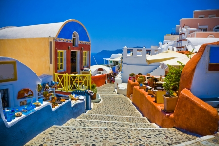 이아시의 전형적인 놀라운 화려한 거리, 산토리니, 그리스 에디토리얼