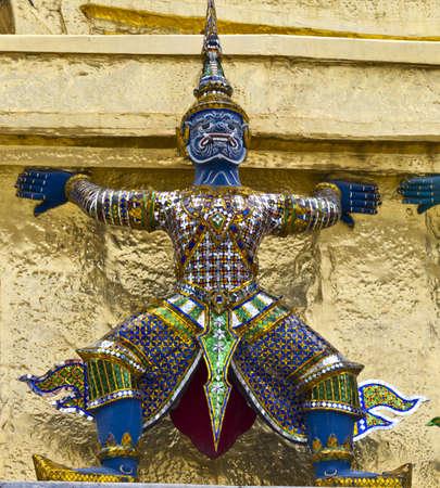 Esculturas de figuras mitológicas na Tailândia