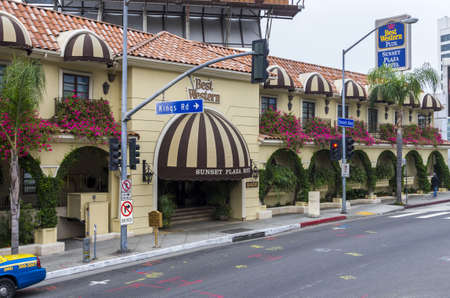 West Hollywood, California - June 8th, 2013 : A beautiful hotel facade full of flowers on the famous Sunset Boulevard, West Hollywood. 版權商用圖片 - 20658565