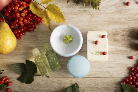 cosmeticos: Las frutas, bayas y elementos esenciales para el cuidado de la piel de oto�o