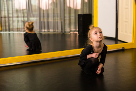 Little ballet dancer practicing in the studio 版權商用圖片