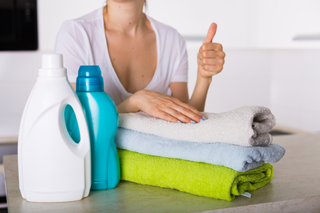 Vers gewassen wasmiddel met detegrent en stofzuiger