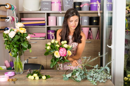 chic woman: Pretty young woman working in the flower shop