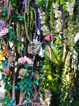 Wedding party flower decor in the summer garden 写真素材 - 107492310