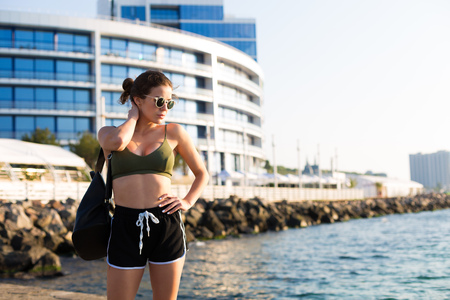 Young woman working out at the beach in the summer 写真素材 - 105868478