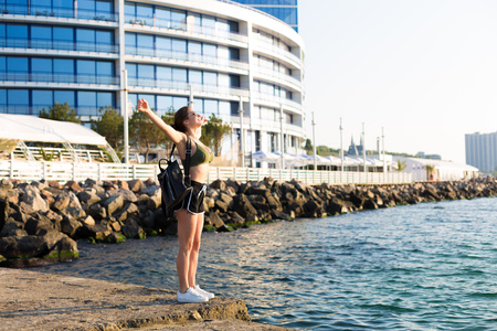 Young woman working out at the beach in the summer 写真素材 - 105868487