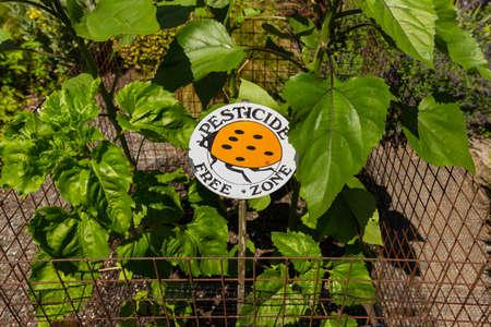 Pesticide free zone sign in the garden Zdjęcie Seryjne