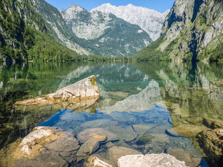 Water mirroring at the Obersee Alps Banque d'images