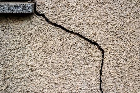 Crepa in un muro difetti di costruzione