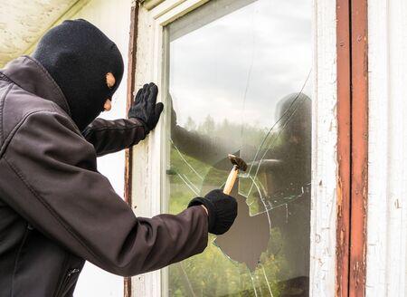 Criminals smashing windows