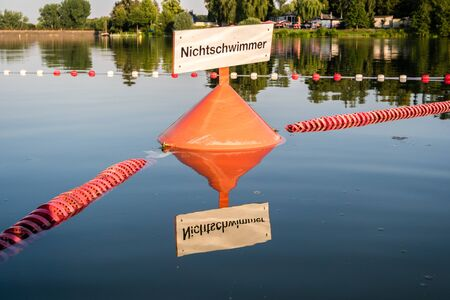Attention non-swimmer buoy