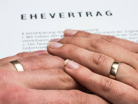 Hands symbolize a marriage contract Foto de archivo