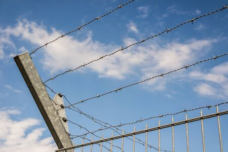Border fence with barbed wire Stockfoto