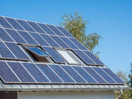 Maison de panneau solaire