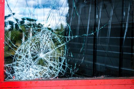 Window after a burglary Banque d'images