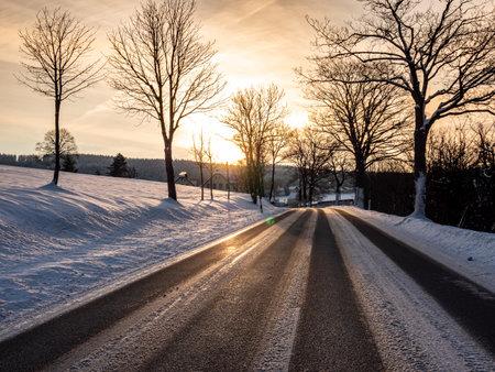 Sun dazzles road traffic in winter