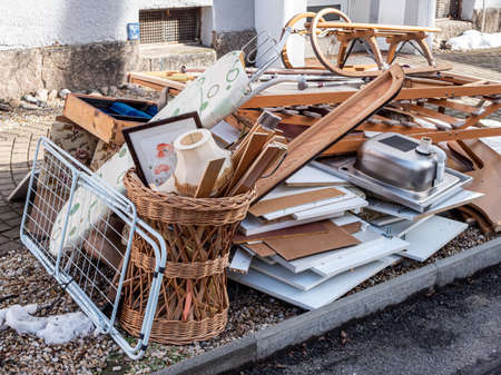Household liquidation of bulky waste on the street