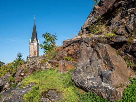 Lookout rock with church in Schoeneck in Vogtland 免版税图像