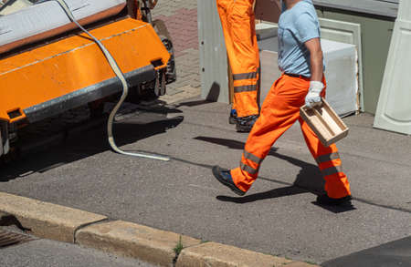 Workers at a bulky waste disposal Stockfoto