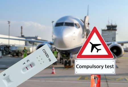 Warning sign Compulsory test at the airport Standard-Bild
