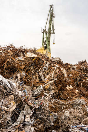 Metal recycling with a crane