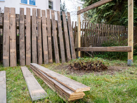 Construction of a privacy screen in the garden