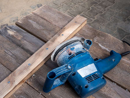 Sanding machine for sanding wood