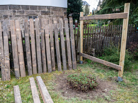 Fence construction in your own garden
