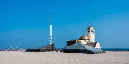 Orthodox church in the Odessa seaport, Ukraine. Panoramic view in a sunny morning 免版税图像