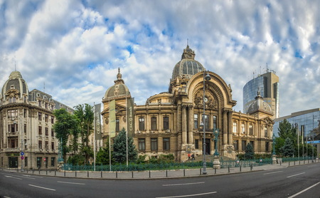 BUKAREST, RUMÄNIEN - 07.20.2018. Palast der Einlagen und Sendungen in Bukarest, Rumänien an einem wolkigen Sommermorgen