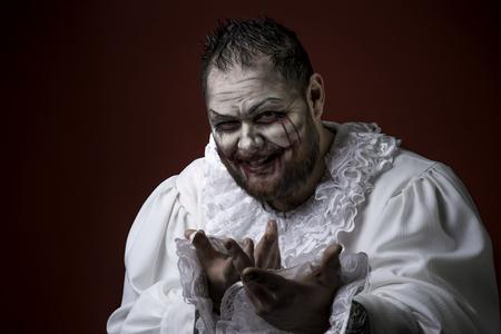 Portrait of a Scary Evil Clown. Studio shot with horrible face art Banque d'images
