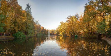 Uman, Ukraine - 10.13.2018. Beautiful autumn in Sofiyivka park in the city of Uman, Ukraine 에디토리얼
