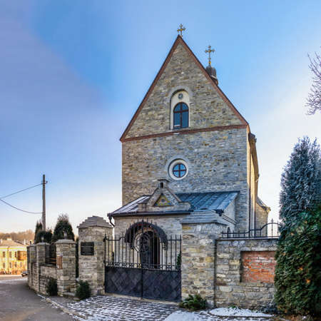 Kamianets-Podilskyi, Ukraine 07/01/2020. Greek Catholic Church in Kamianets-Podilskyi historical center on a sunny winter morning 新聞圖片