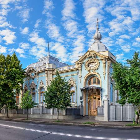 Kyiv, Ukraine 07.11. Polyakov mansion or Small Mariinsky Palace in Kyiv, Ukraine, on a sunny summer morning Redactioneel
