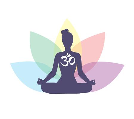 Vector Illustration mit meditierender Frau, religiösem Symbol OM und den Lotosblumenblättern hinten. Getrennt auf weißem Hintergrund. Standard-Bild - 86387402