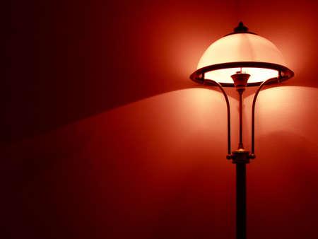 diffusion: Camera da letto con lampada Red Wall  Archivio Fotografico