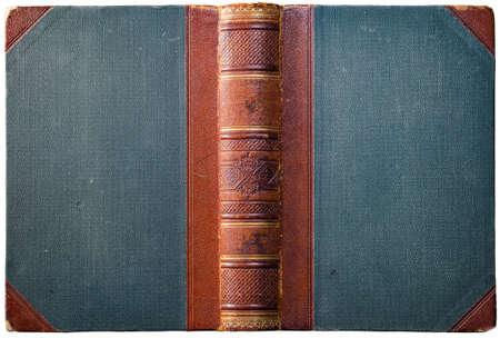 Vecchia copertina del libro aperto con dorso in pelle marrone goffrata, pannelli di stoffa e decorazioni geometriche astratte - circa 1909 - isolato su bianco