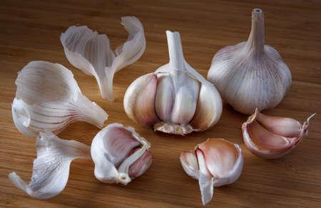 husks: whole garlic and garlic cloves with husks