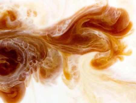 Fondo abstracto mezclando café con leche, flujo Foto de archivo