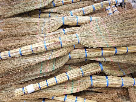 heap of handmade brooms for sale on the market 免版税图像