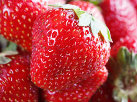 ripe juicy, fresh strawberry macro as food background 免版税图像