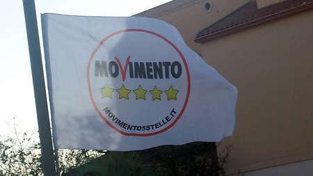 Selargius, Italia - 09 giugno 2017: Bandiera politica con logo del partito italiano Movimento 5 Stelle come editoriale