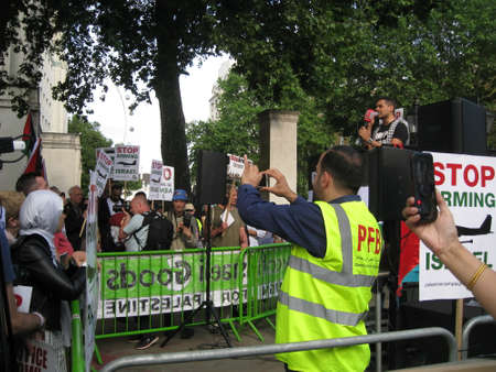 London UK - 05 June, 2018: People in the street at Free Palestine – Stop the Killing – Stop Arming Israel Event as editorial Publikacyjne