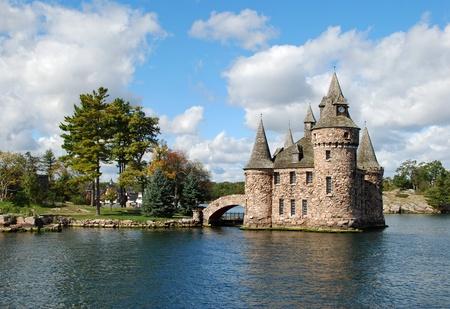 gothic castle: Castillo en la isla de coraz�n, San Lorenzo, frontera con Estados Unidos-Canad�