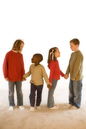 Diversiteit Series - Vier kinderen spelen samen. Stockfoto