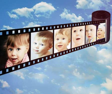 görüntü: Küçük çocuğun tiplerimiz duyguları ile atışlar Stok Fotoğraf
